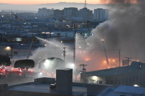 Major Emergency Commercial Fire In Downtown Los Angeles